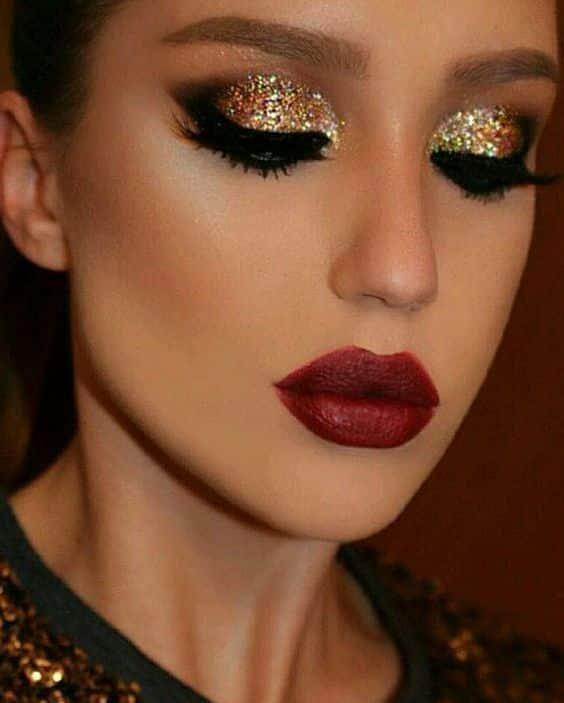 Maquillaje de noche tono dorado