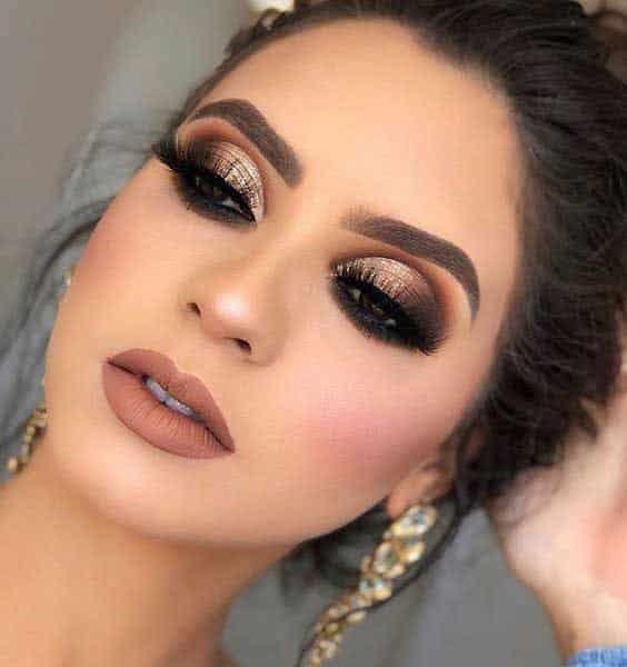 Maquillaje de noche tono plateado