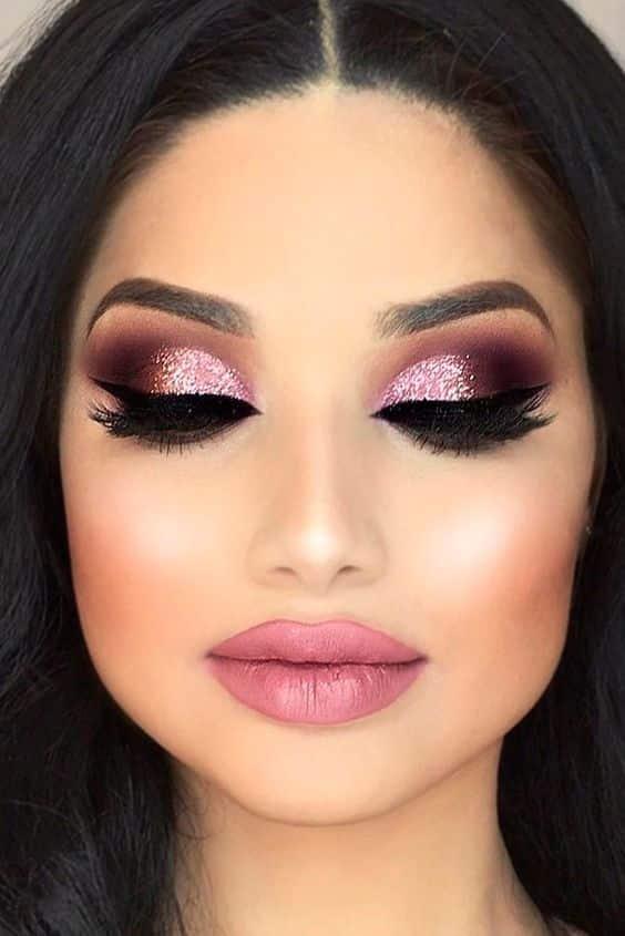 Maquillaje de noche tono rosa