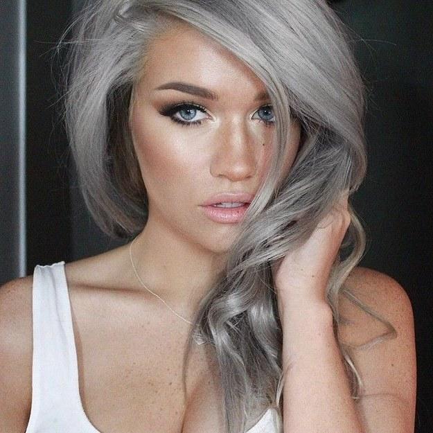 cabello-gris-bronceado