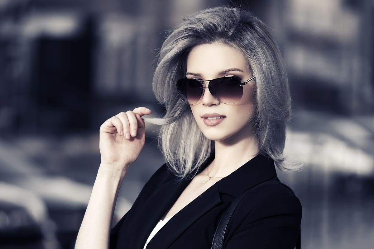 Tinte gris cabello corto