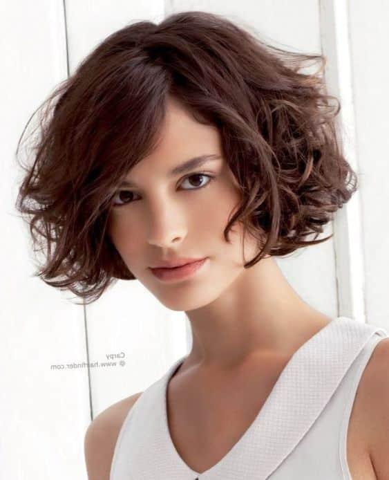 Cortes de cabello semi ondulado para mujeres