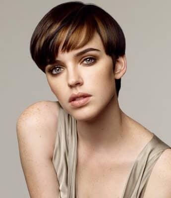 cortes-de-cabello-para-mujeres-de-cara-redonda-hongo