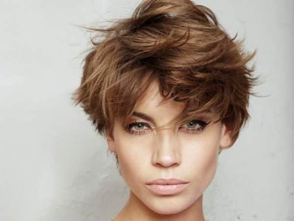 cortes de pelo corto otono invierno desestructurado castano 600x450