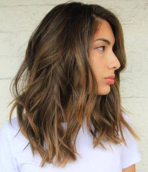 Corte de cabello bob en capas largo