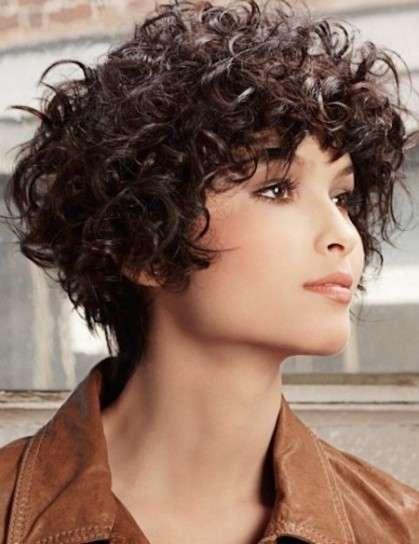 Corte de pelo ondulado mujer