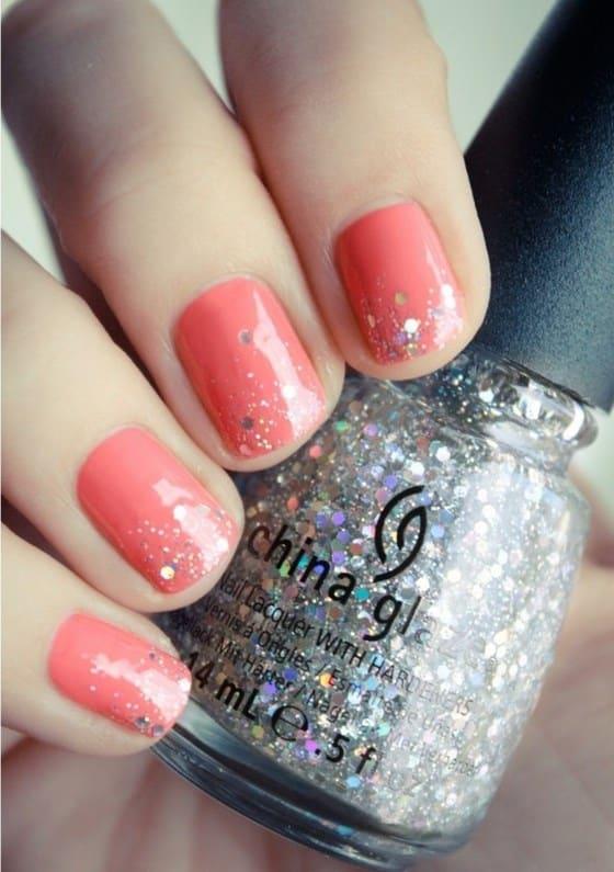 diseño-de-uñas-cortas-coral-con-glitter