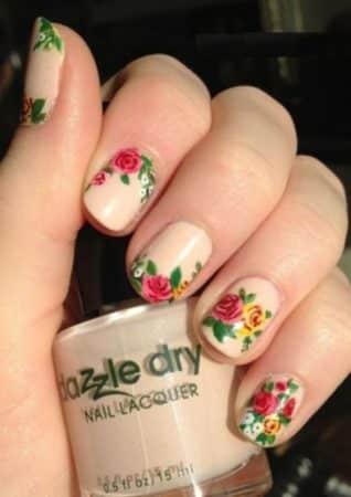 diseño de uñas naturales con flores 1