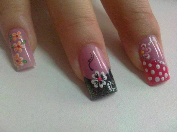 diseños de flores en uñas acrilicas