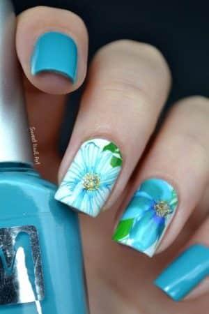 diseños de uñas con flores blancas