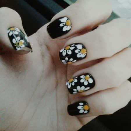 diseños de uñas con flores grandes