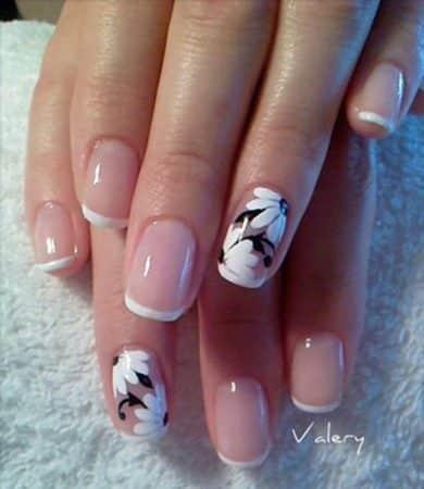 diseños de uñas con flores pinceladas