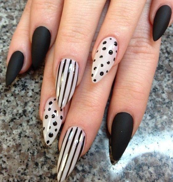 Diseños de uñas con puntos y rayas