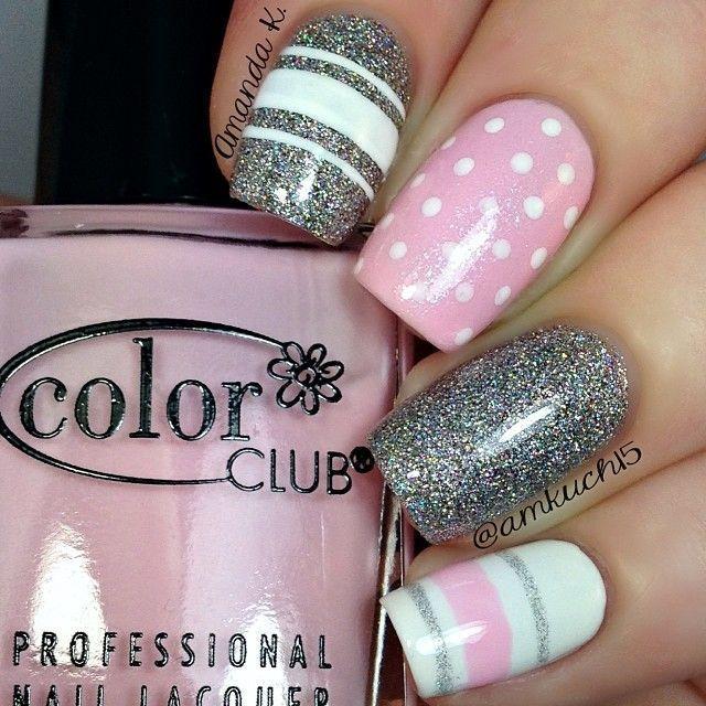 decoración de uñas con rayas y puntas