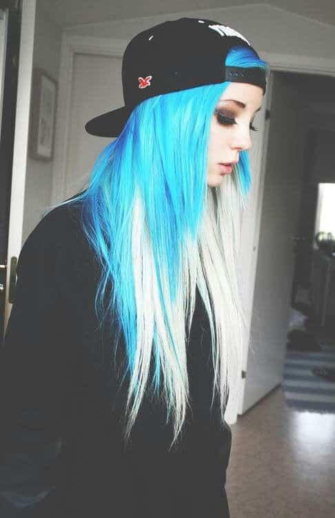 Mujeres con el cabello pintado de colores