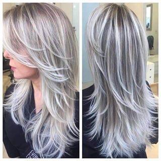 mechas platinadas en cabello rizado