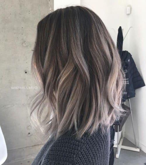 Pelo negro con puntas color plata