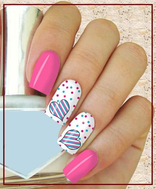 uñas decoradas con puntos y rayas de colores