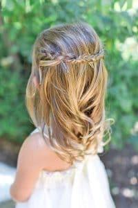peinados para ninas pelo medio atado