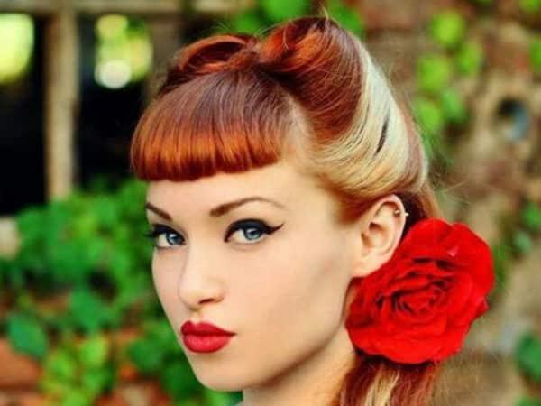 peinados pin up rubia reflejos flor roja