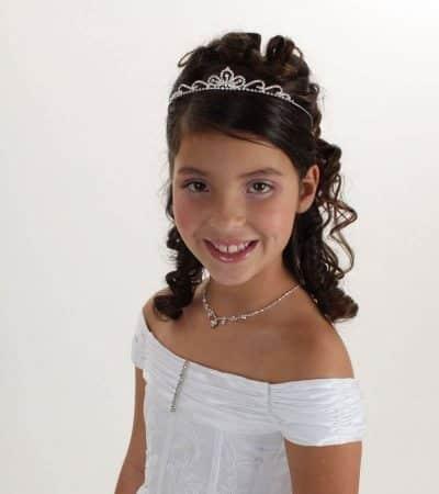 peinados primera comunion tiara pelo corto ondulado nina