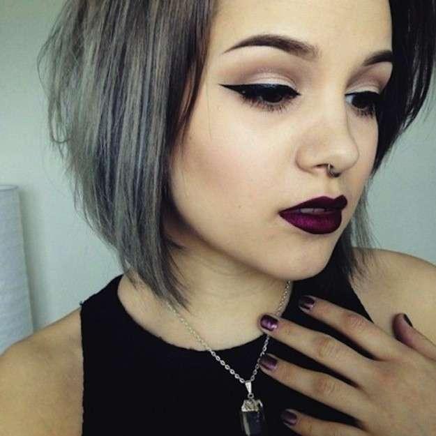 Pelo corto tenido gris