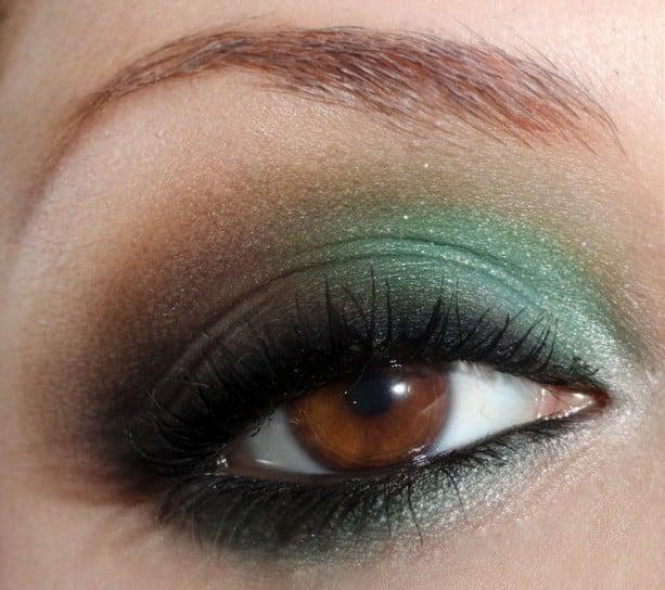 precioso-maquillaje-verde-y-negro-para-ojos-marrones