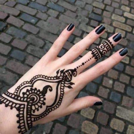 tatuajes para mujer en la mano religiosos