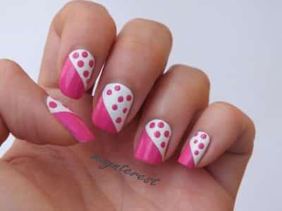 uñas-decoradas-con-diseño-puntos-rosa