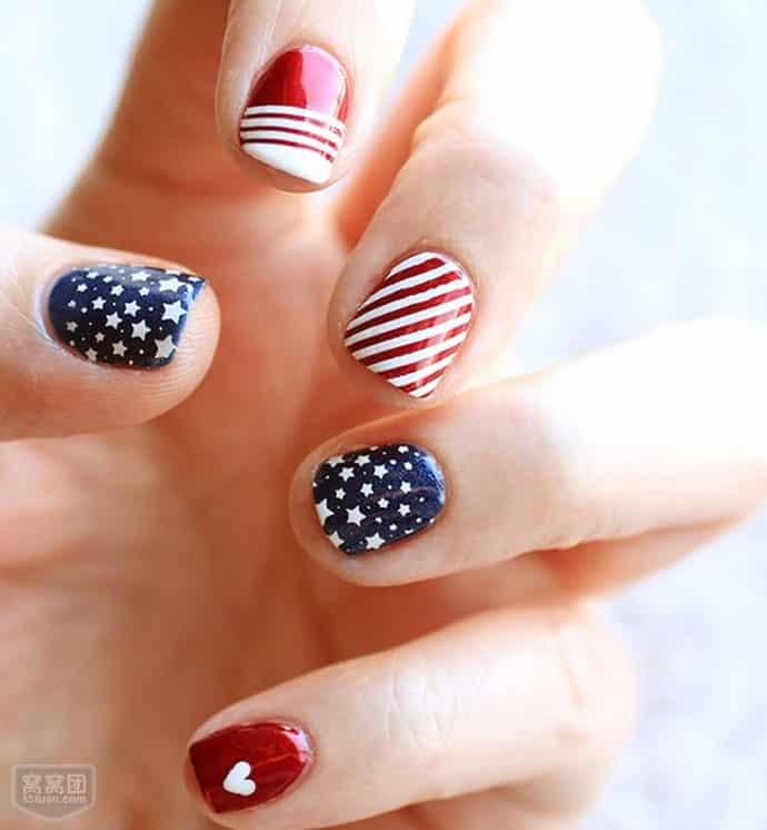 diseños de uñas con rayas y puntos