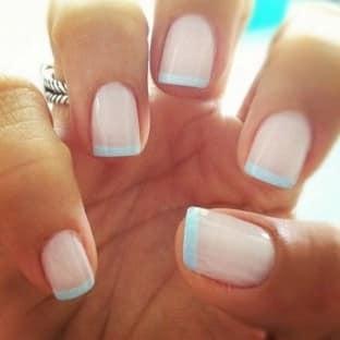 uñas francesas azules
