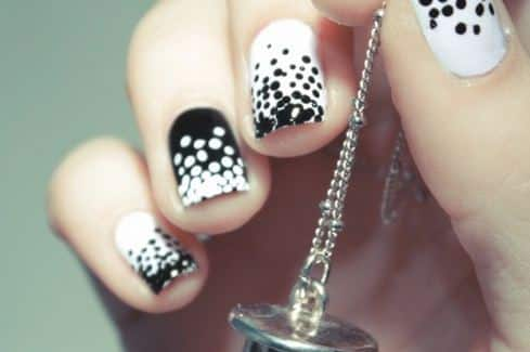 diseños de uñas con puntos de colores