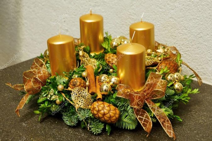 corona de adviento velas doradas