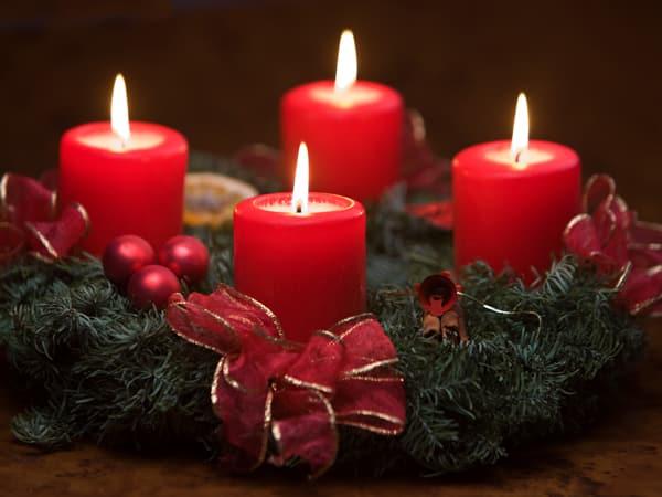 corona de adviento velas rojas