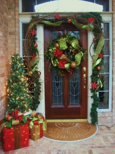decoracion-de-navidad-para-puertas-de-con-cinta