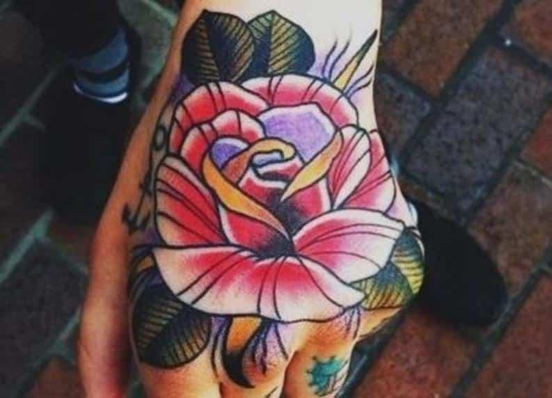 tatuajes de rosas en la mano 2017