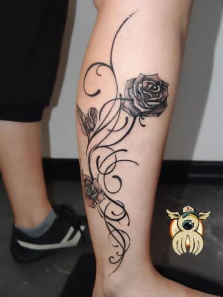 tatuaje en color negro para mujeres