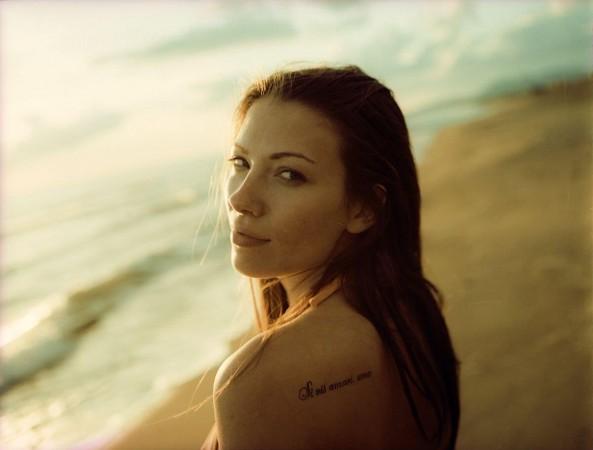 mujer tatuaje