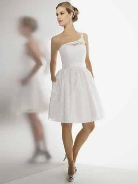 sencillo-modelo-de-vestido-de-novia-corto-con-tirante-a-un-hombro