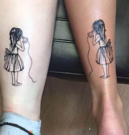 tatuaje amigas tobillo