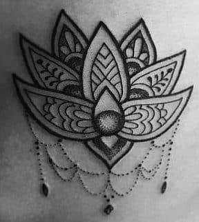 tatuaje flor de loto e1507556324141