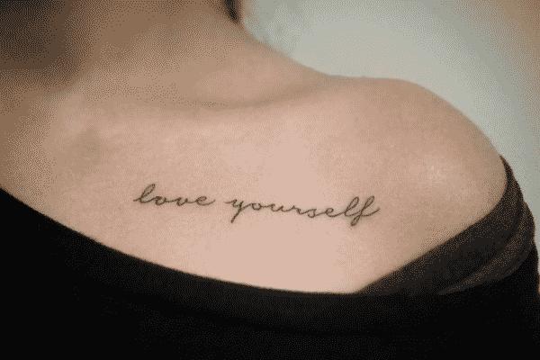 tatuajes en la clavicula frase