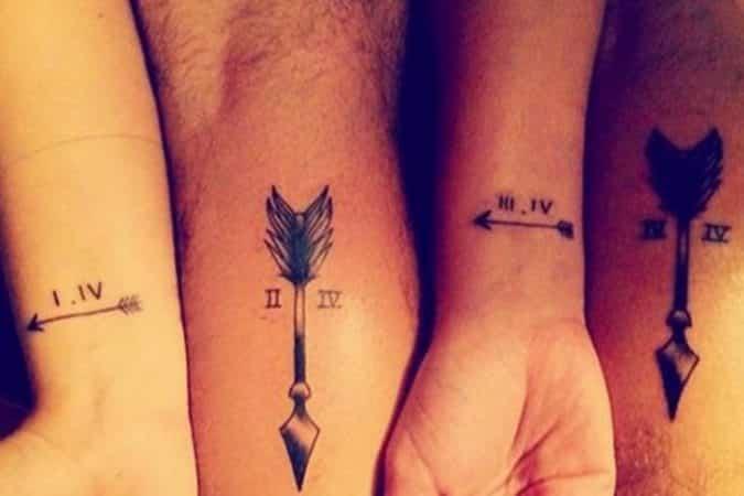 tatuajes hermanas hermanos flechas numeros romanos