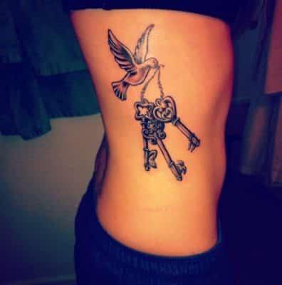 tatuajes para mujeres delicados de lado