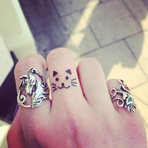 tatuajes para mujeres delicados dedos