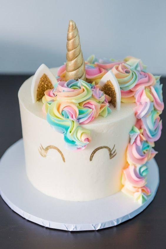 pastel unicornio cuerno dorado
